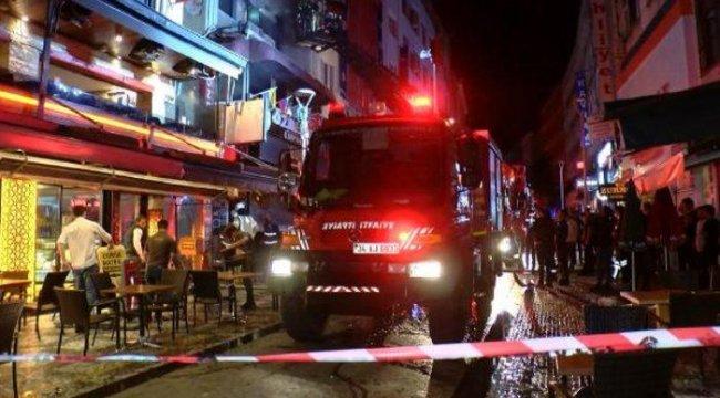 Kadıköy'de korkutan olay! 3 katlı restoranda patlama sonrası yangın